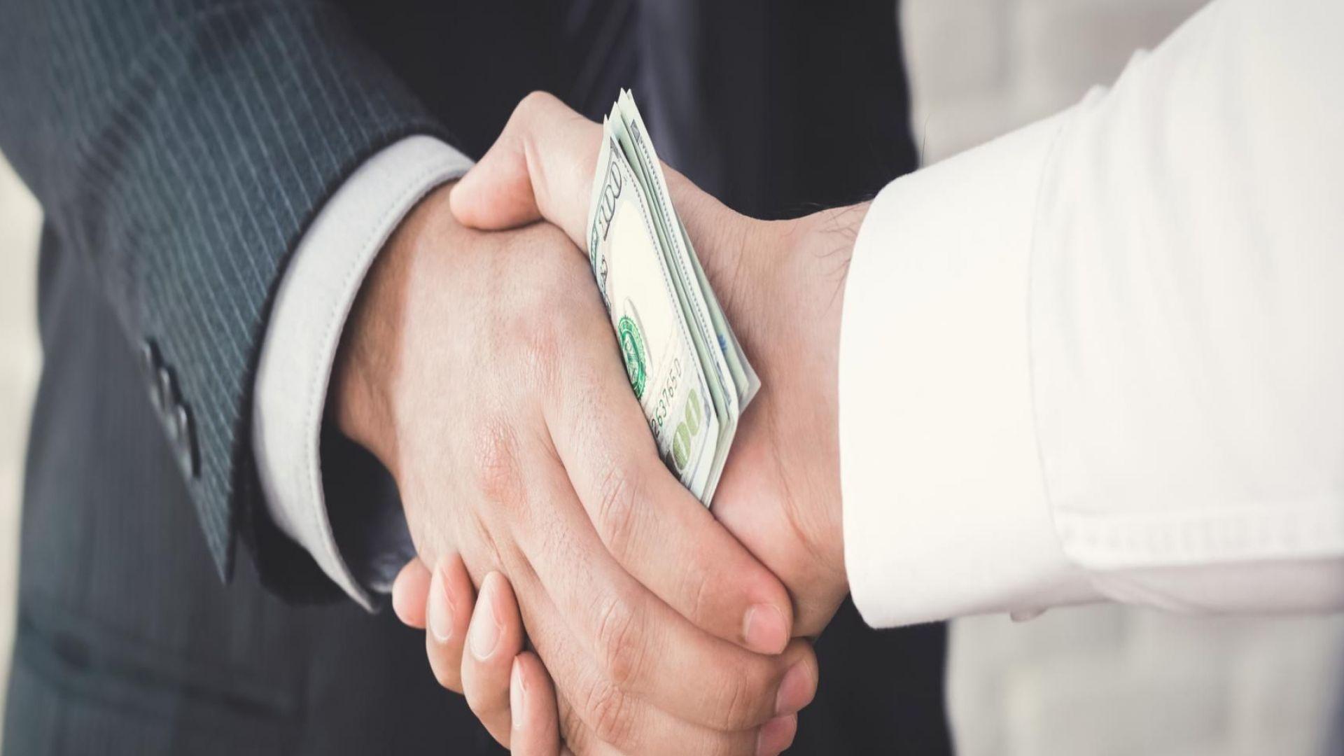 Финансисти: Корупцията, инфраструктурата и демографията гонят инвеститорите