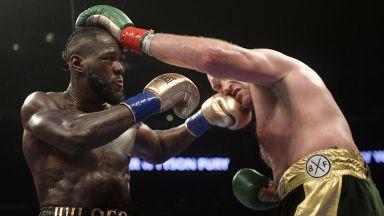 Голям мач и спорно съдийско решение в боксовото шоу на годината