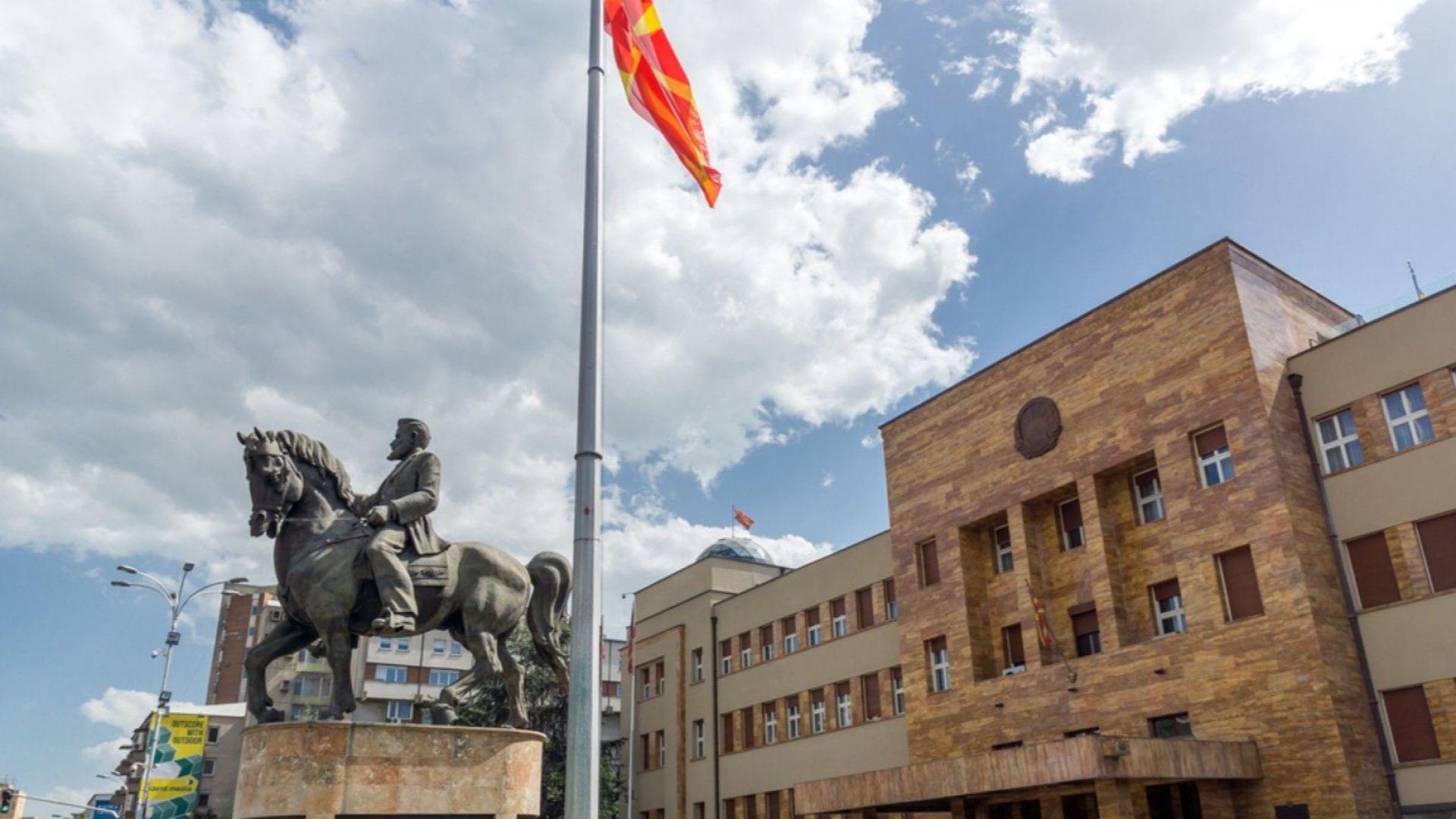 Македония открива посолство в Атина