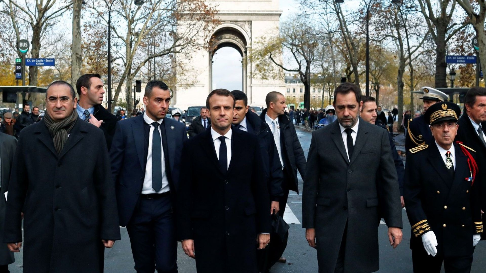 Френският президент не е обсъдил с министрите въвеждането на извънредно положение
