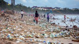 Плажовете на Индонезия - затрупани с отпадъци