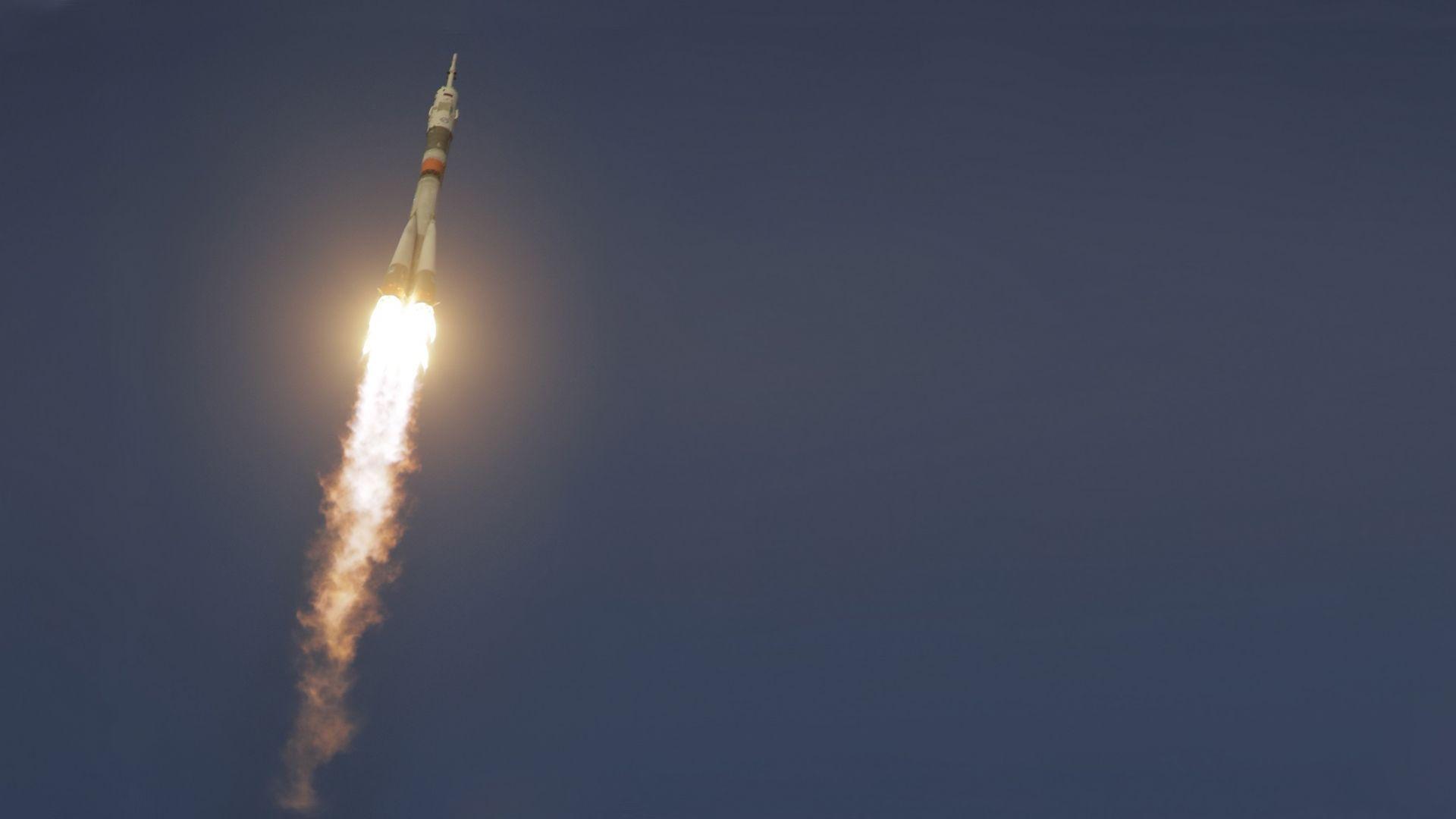 "Ракетата ""Союз"" излетя успешно с космонавти на борда"