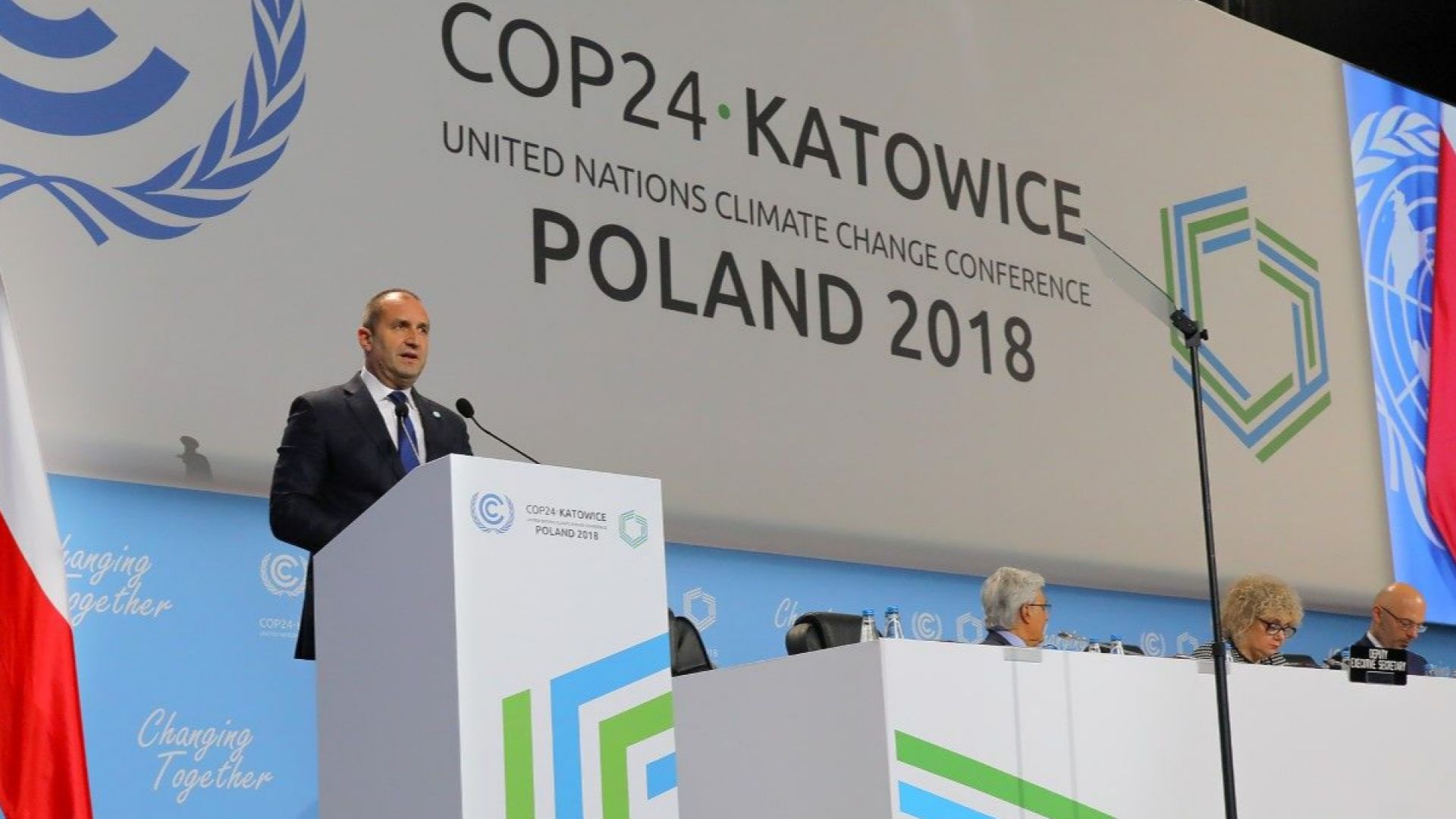 Радев: По-голямо намаляване на емисиите газове не е наш национален интерес