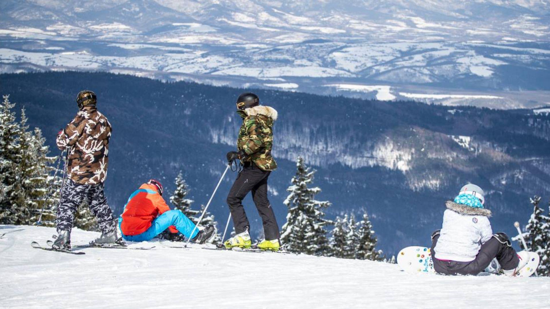 Метър сняг и строги мерки посрещат туристите в Банско
