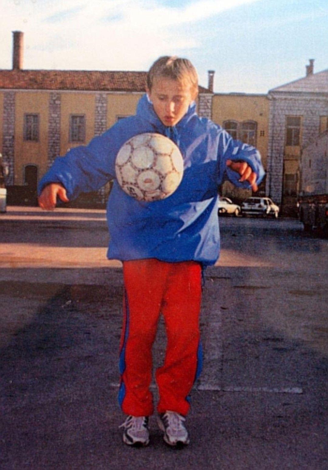 С топката още от ранна детска възраст