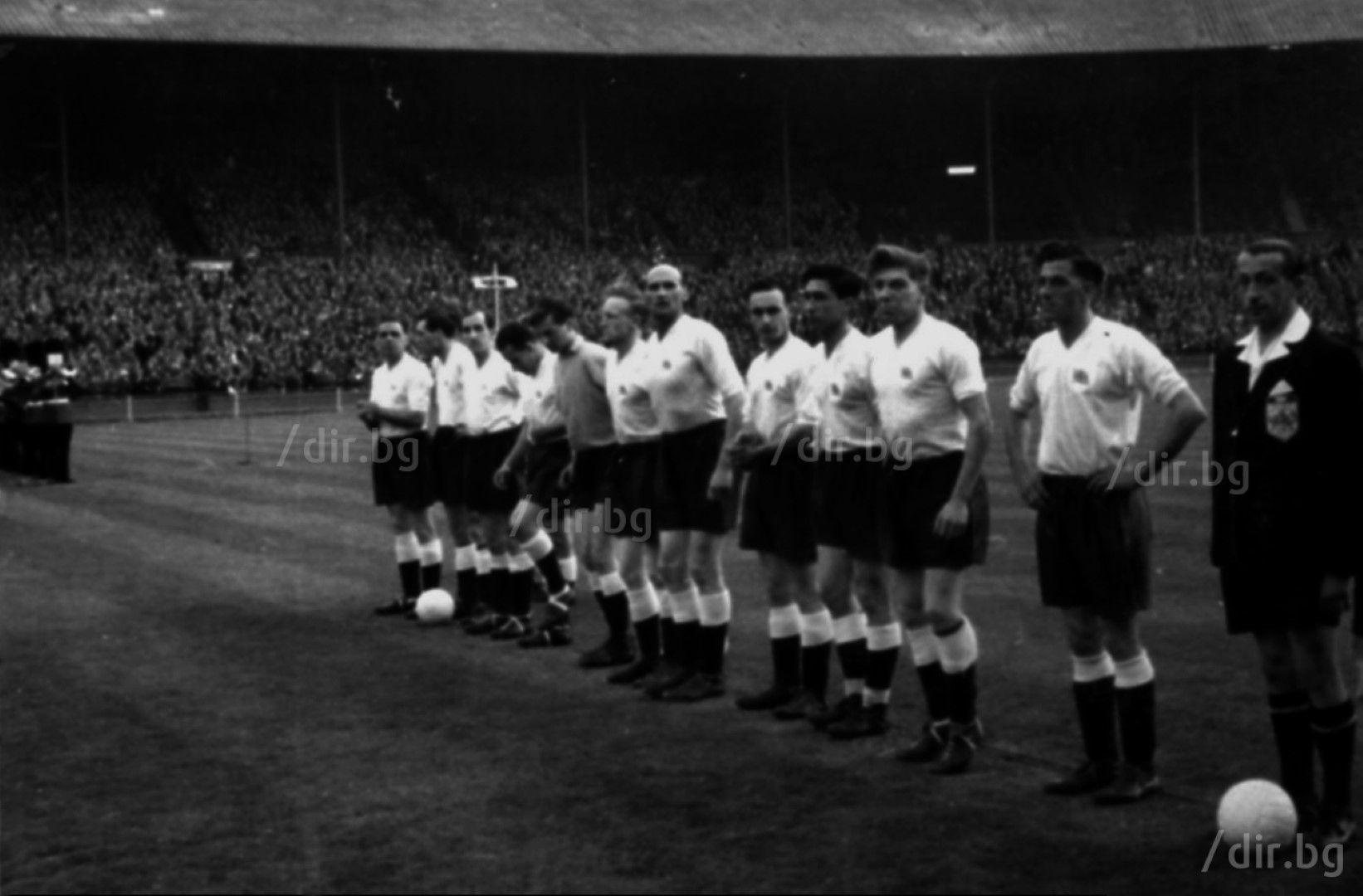 """Британците, но в състав от аматьори, завършват 3:3 с България в квалификация за Мелбърн 1956. Мачът се играе на """"Уембли""""."""