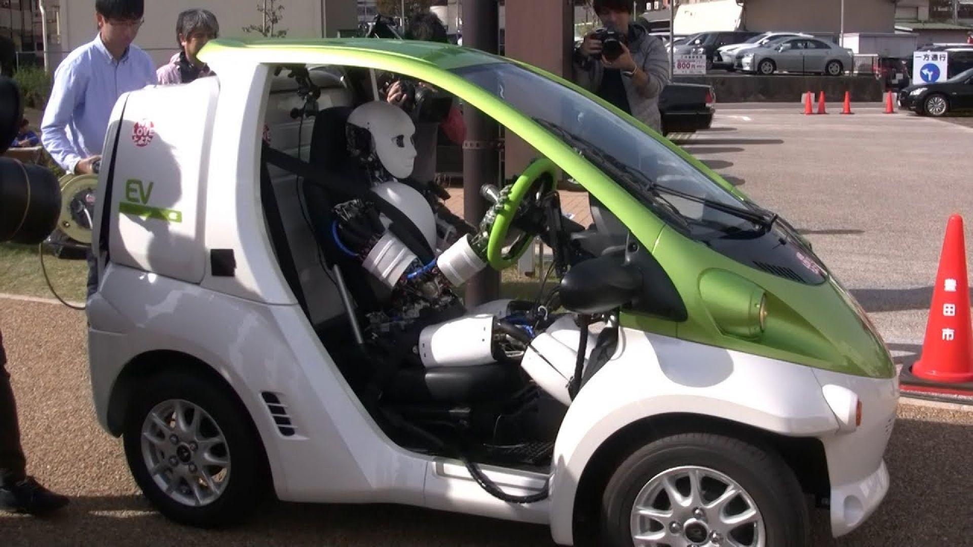 В Япония представиха хуманоиден робот-шофьор