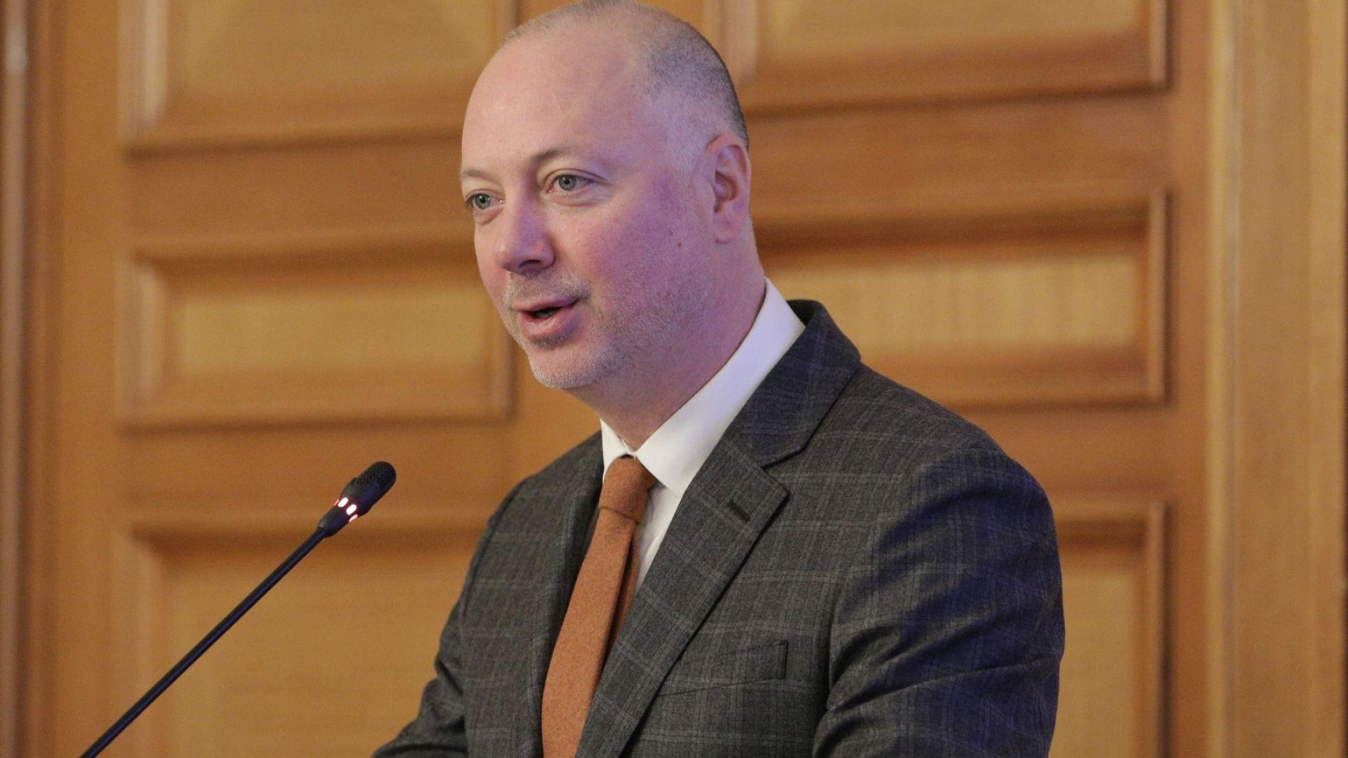 """Министър: Оказахме се """"изчислените жертви"""" в ЕС, Чехия и Словакия ни предадоха"""