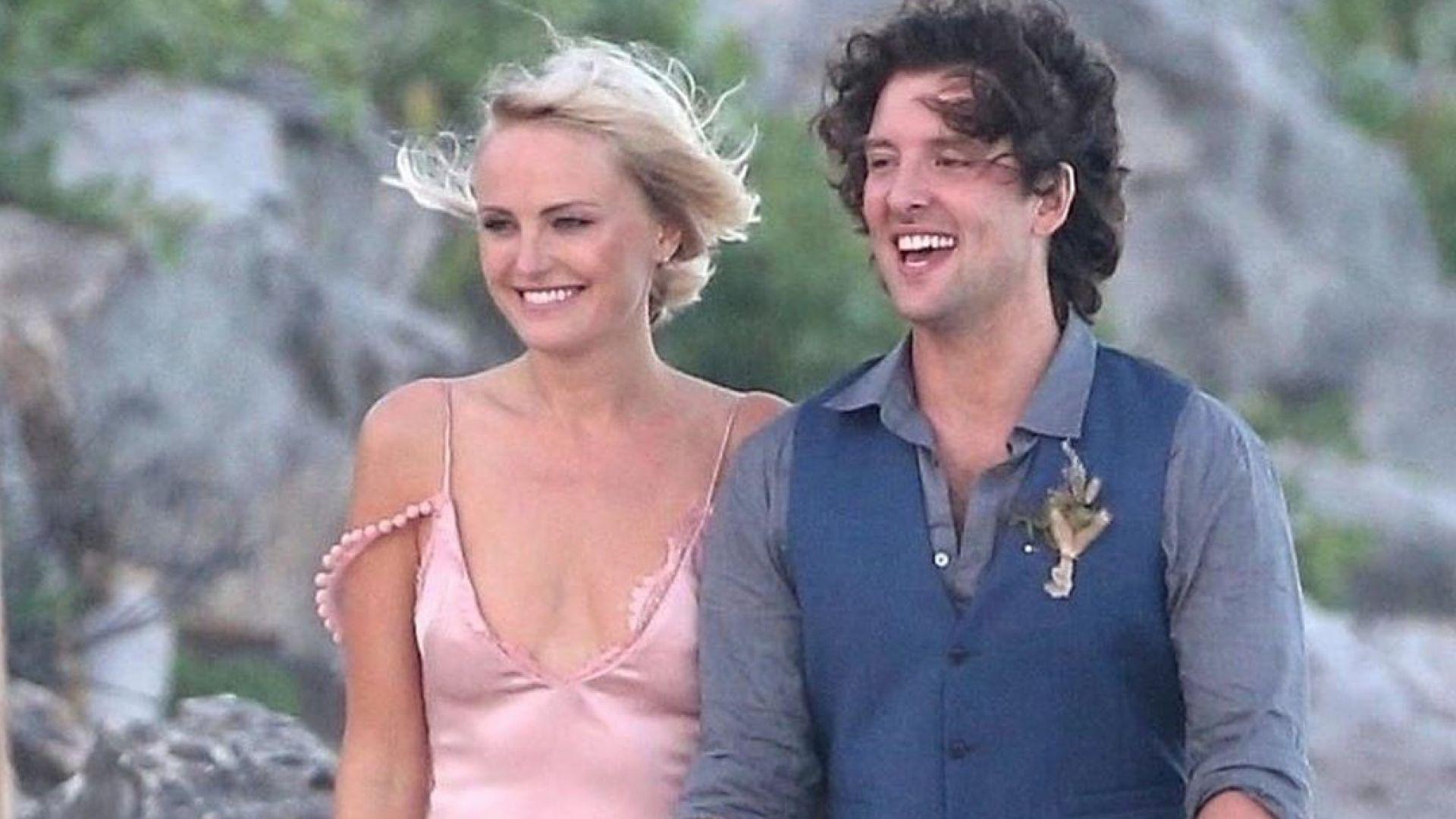 Малин Акерман с приказна плажна сватба в Мексико (снимки)