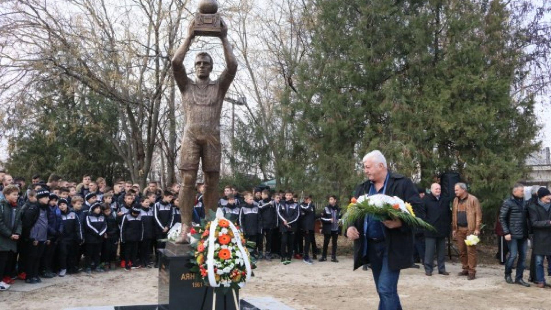 Легенди откриха паметника на Аян Садъков