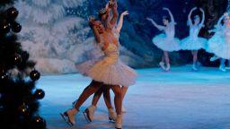 """""""Лебедово езеро"""" върху лед с трето представление в зала 1 на НДК"""