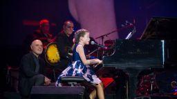 Малката певица Валерия Стоянова - откритието на Васил Петров