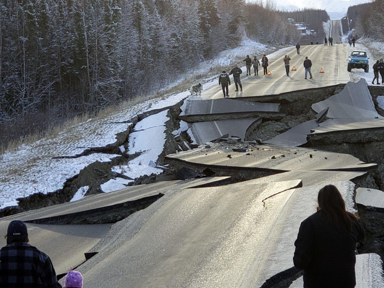 Земетресения от 7 степен по Рихтер разби магистрали и разтърси сгради на 30 ноември в Аляска