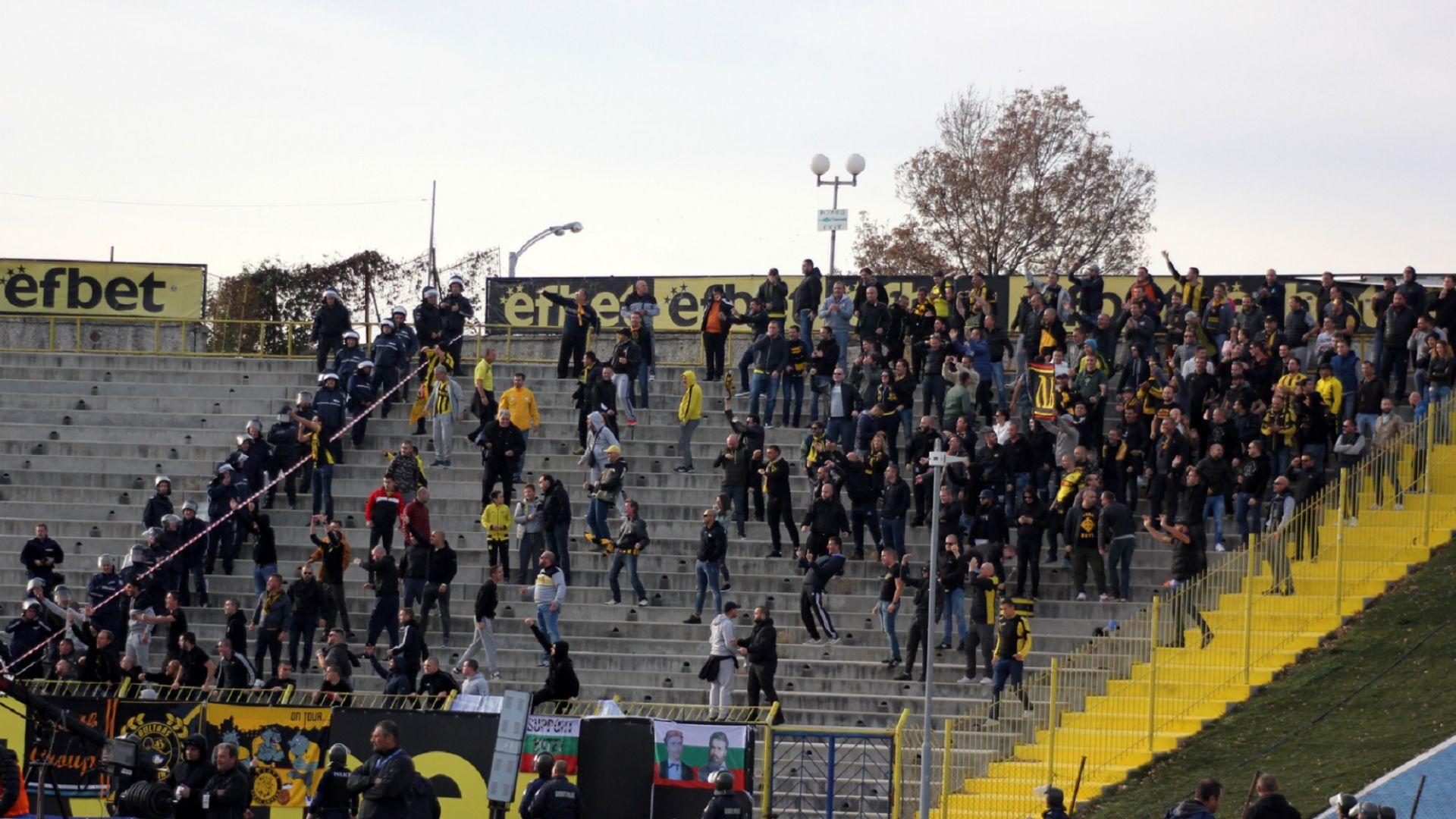 Меле и 30 арестувани след дербито в Пловдив