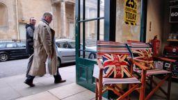 The Guardian: Британците не знаят що е криза и не вярват, че ще им се случи