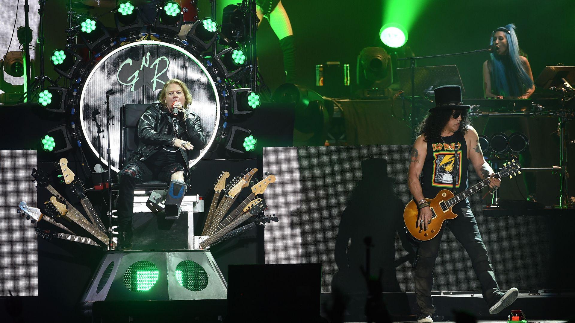 Турнето на Guns N' Roses е донесло над 500 милиона долара