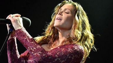 Бет Харт пя с цяло гърло и прегръща феновете си в София