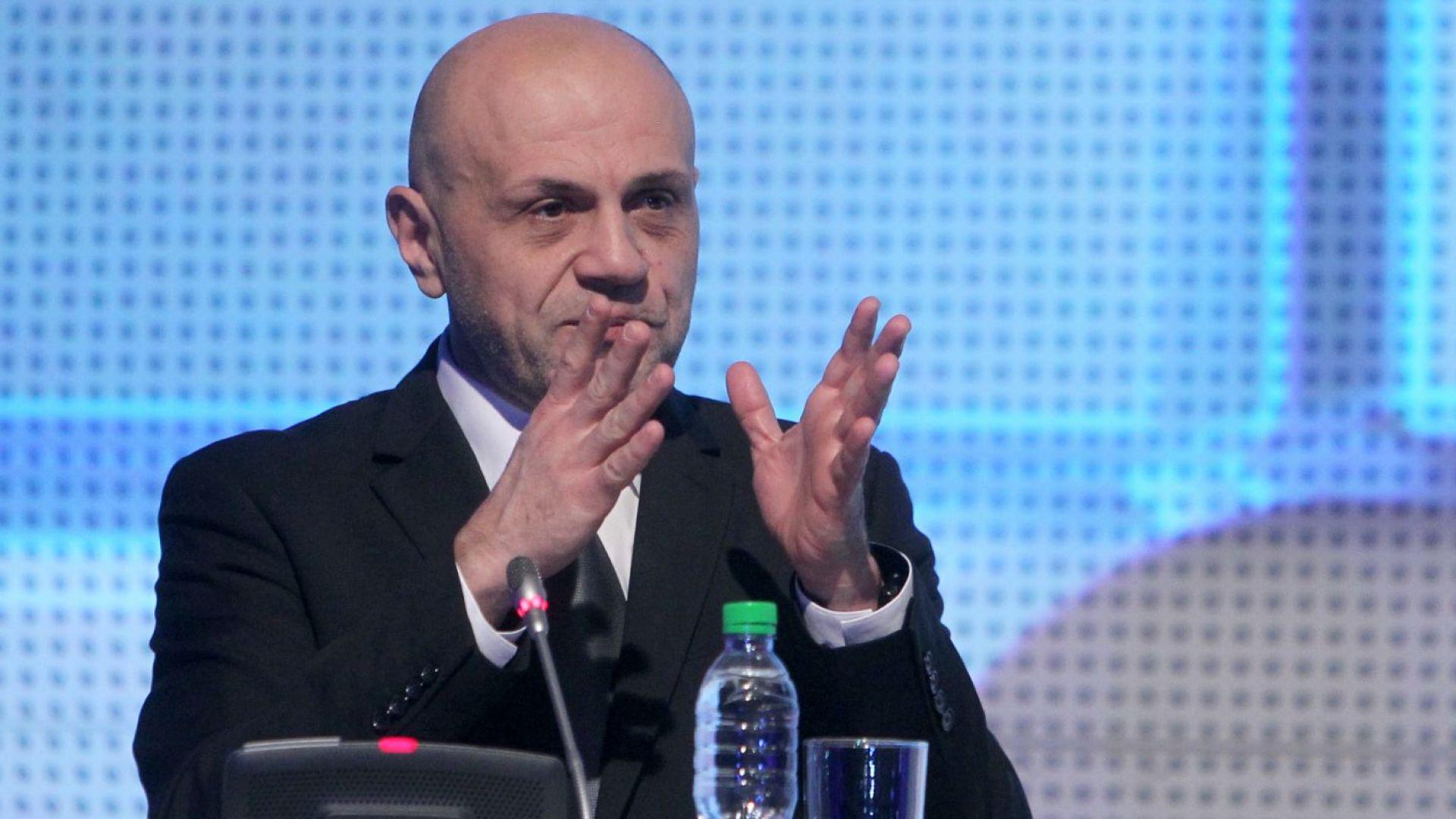 Дончев: Редно е да има ограничаване на права за хората без основно образование