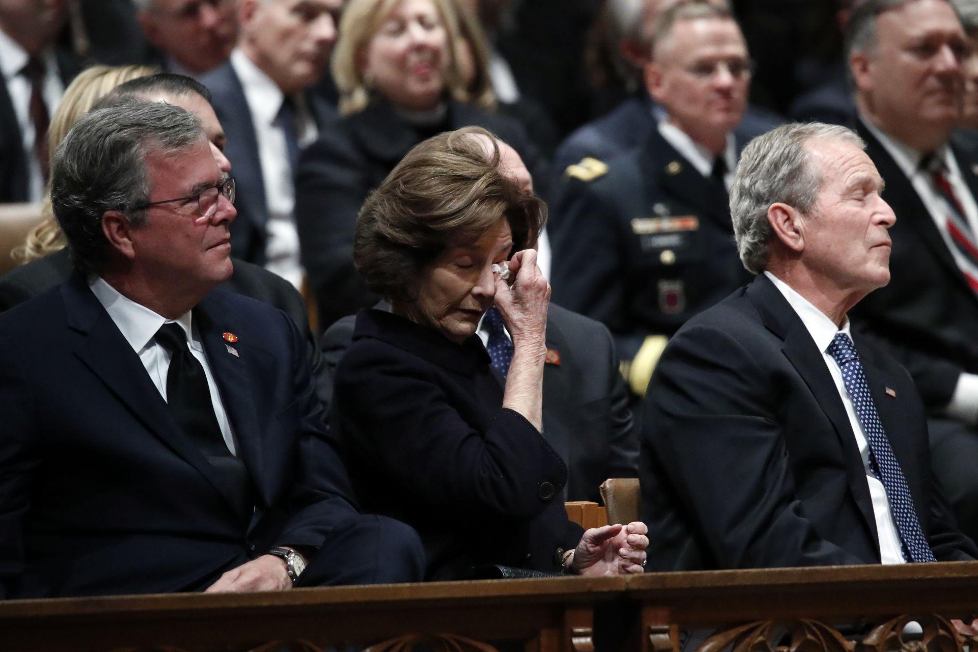Джордж Буш-младши и съпругата му Лора