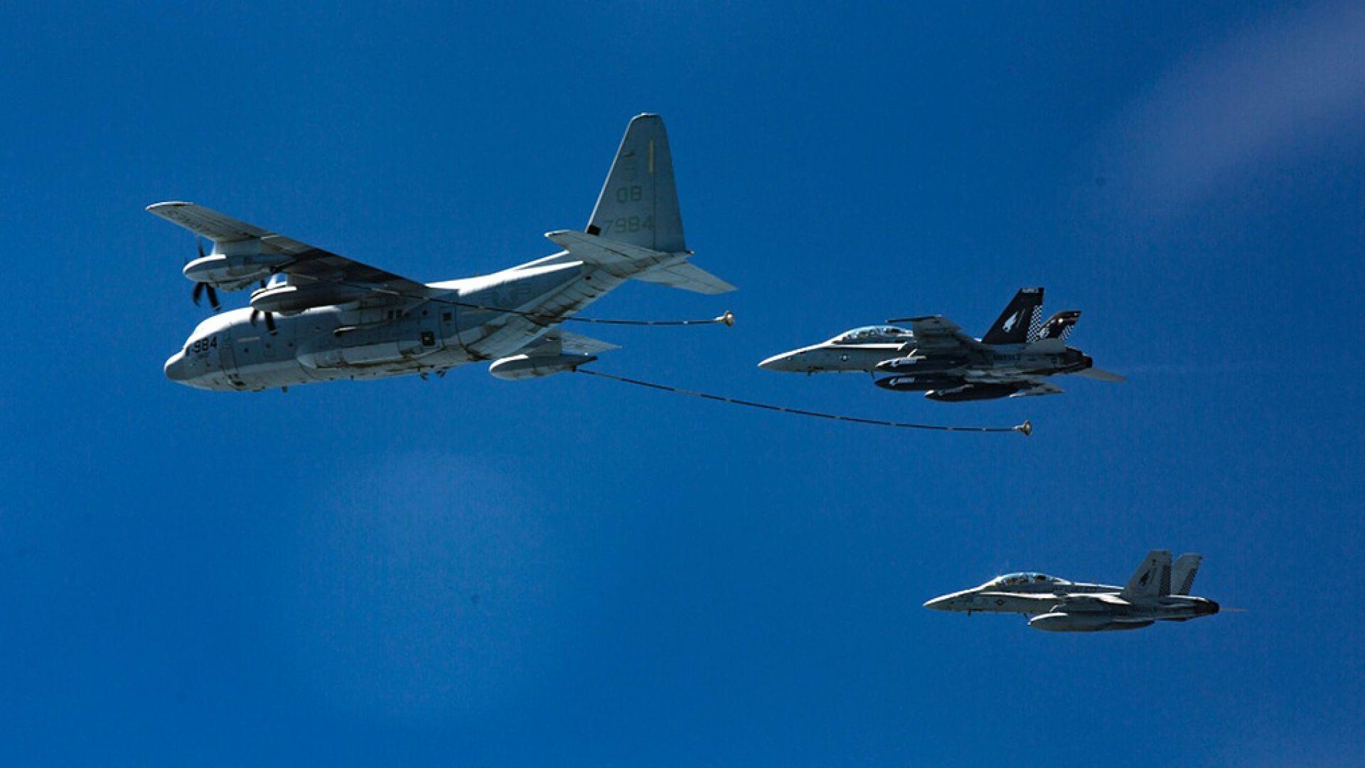 Изтребител F-18 и самолет-цистерна се сблъскаха край Япония