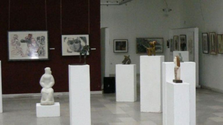 Уникална изложба в Русе показва румънски икони върху стъкло