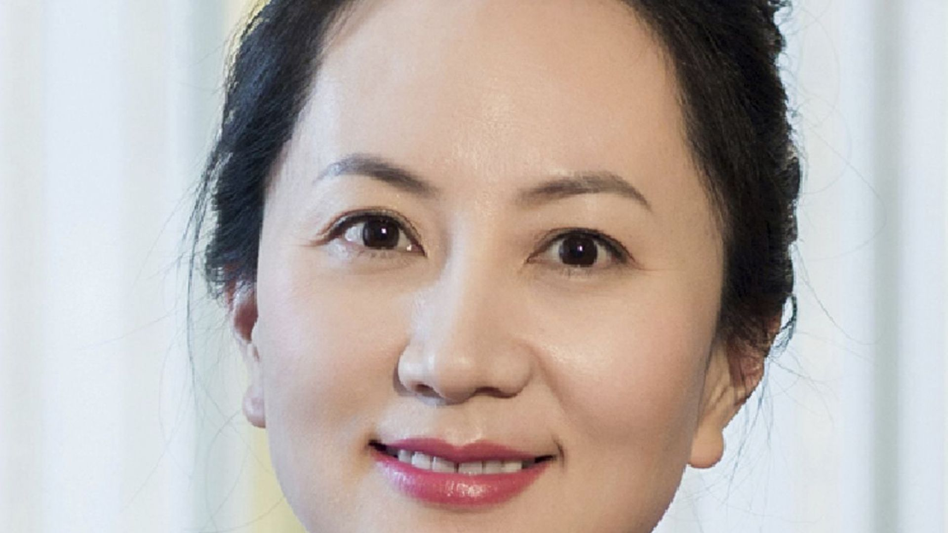 Арестуваната шефка на Huawe Мън Ванчжоу пусната под гаранция от $7.5 млн.
