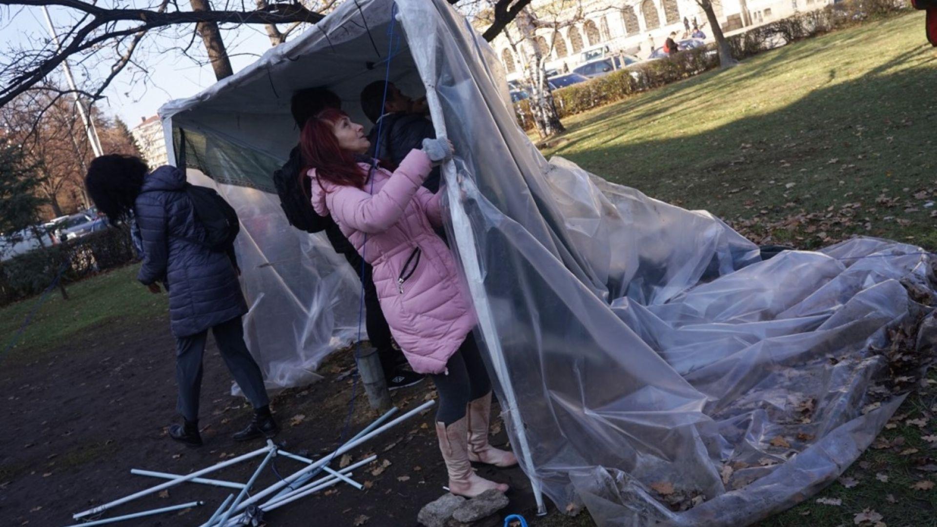 Майките премахнаха палатковия лагер (снимки)
