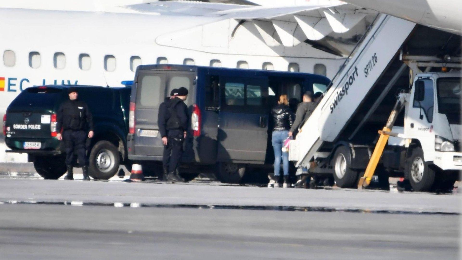 Баневи пристигнаха на летище София с различни полети от Германия (снимки)