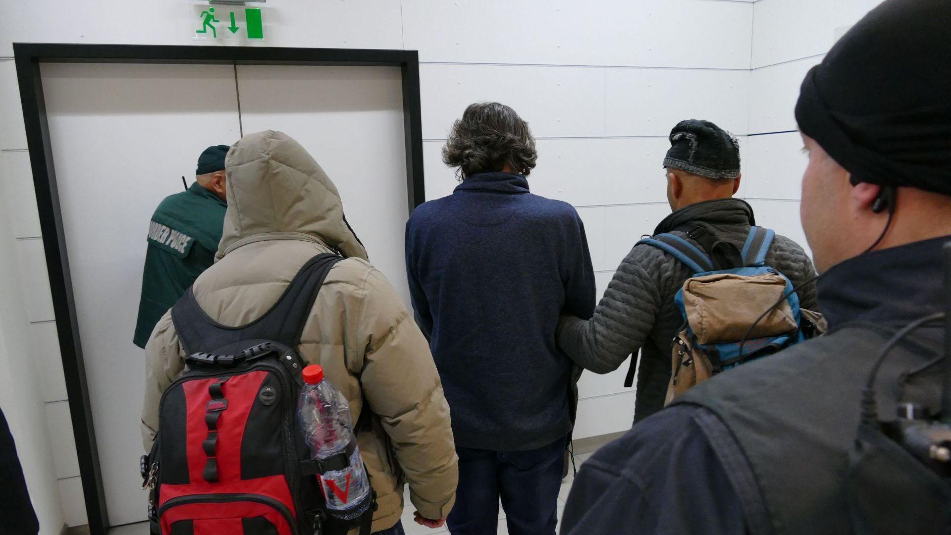 Още кадри от пристигането на Баневи на Летище София (видео)