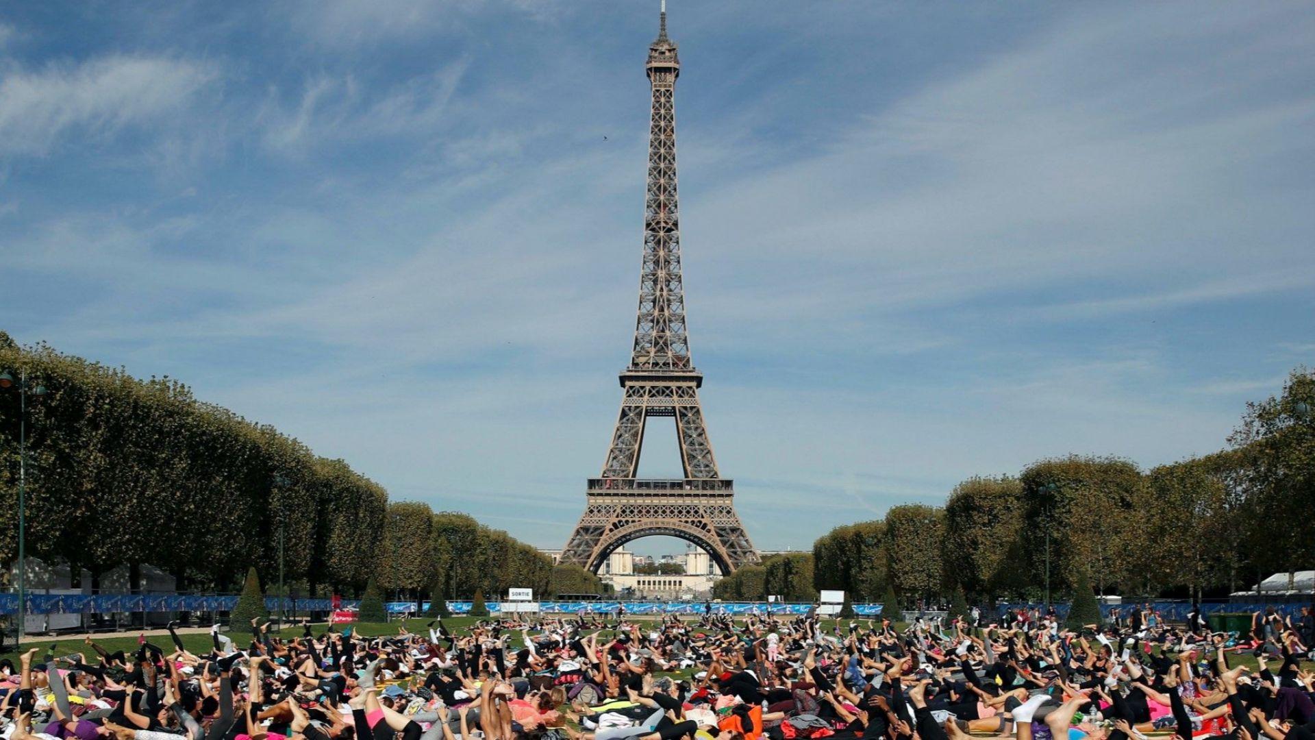 Масови протести в Париж, затварят Айфеловата кула