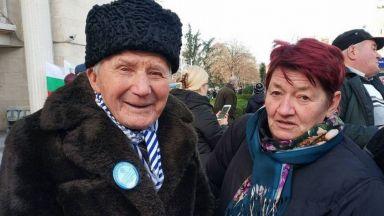 101-годишният дядо Никола: Тайната на дълголетието е да отстъпваш на жена си
