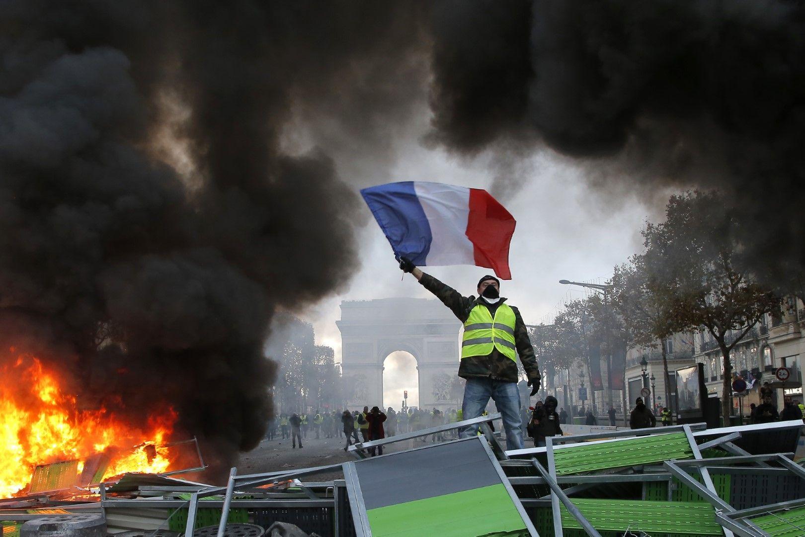 Жълтите жилетки на протест в Париж на 24 ноември 2018 г. Жълтите жилетки на протест в Париж на 24 ноември 2018 г.