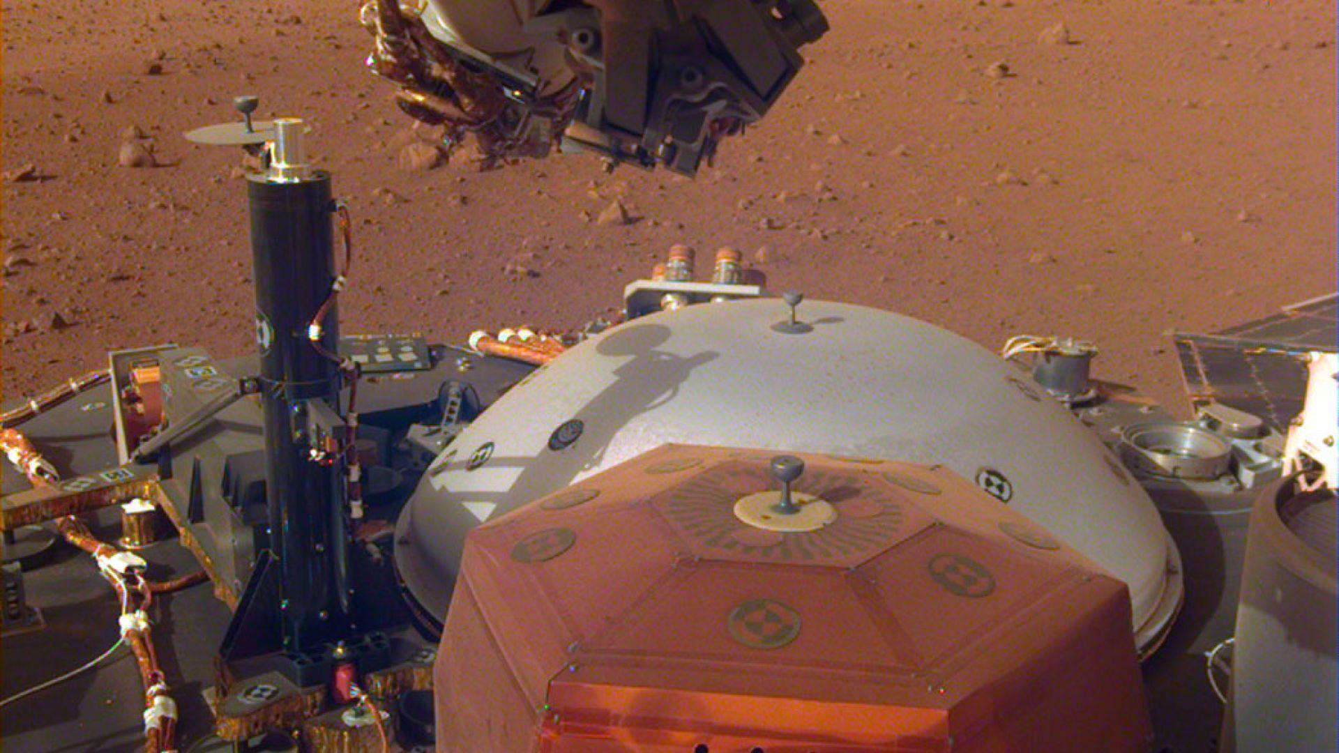 """""""ИнСайт"""" изпрати нова порция снимки от Марс"""