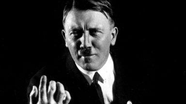 Срамните фотографии, които Хитлер се опитва да унищожи