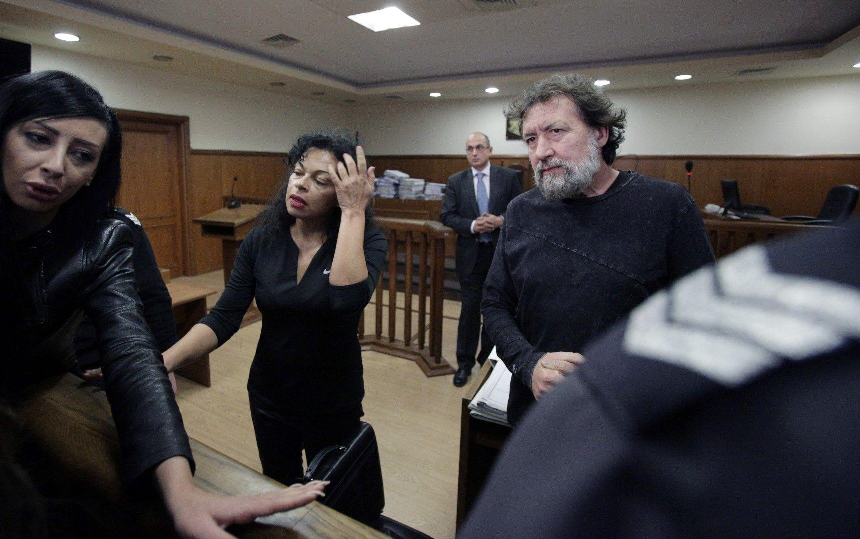 Евгения и Николай Баневи бяха задържани във Франция преди месец и половина и вчера бяха екстрадирани с отделни полети