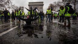 """Френски министър: Парижките протести """"създадоха чудовище"""""""