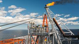 ОПЕК постигна своето, Русия отстъпи и петролът поскъпна