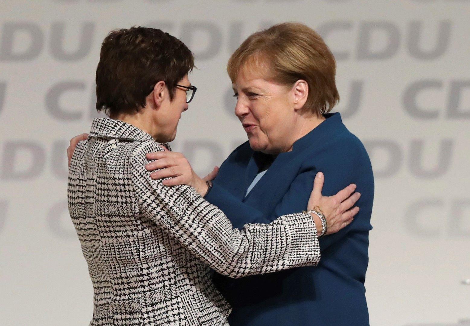 Меркел поздрави емоционално наследничката си