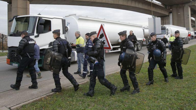 Френската полиция съобщи, че при продължаваща операция е евакуирала железопътната
