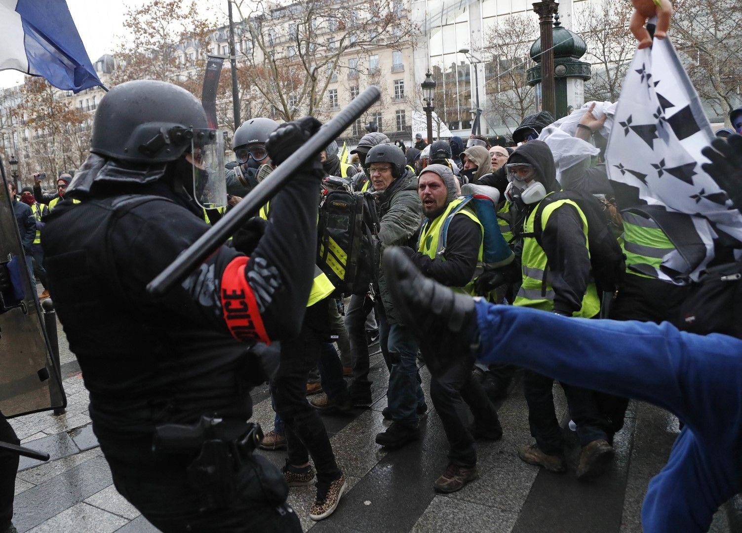 90 000 полицаи са изкарани по улиците във Франция