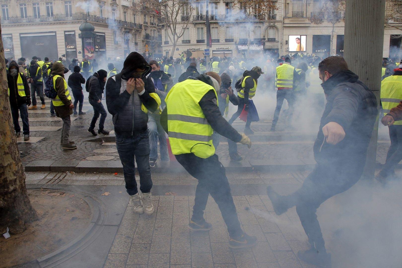 Полицията използва сълзотворен газ