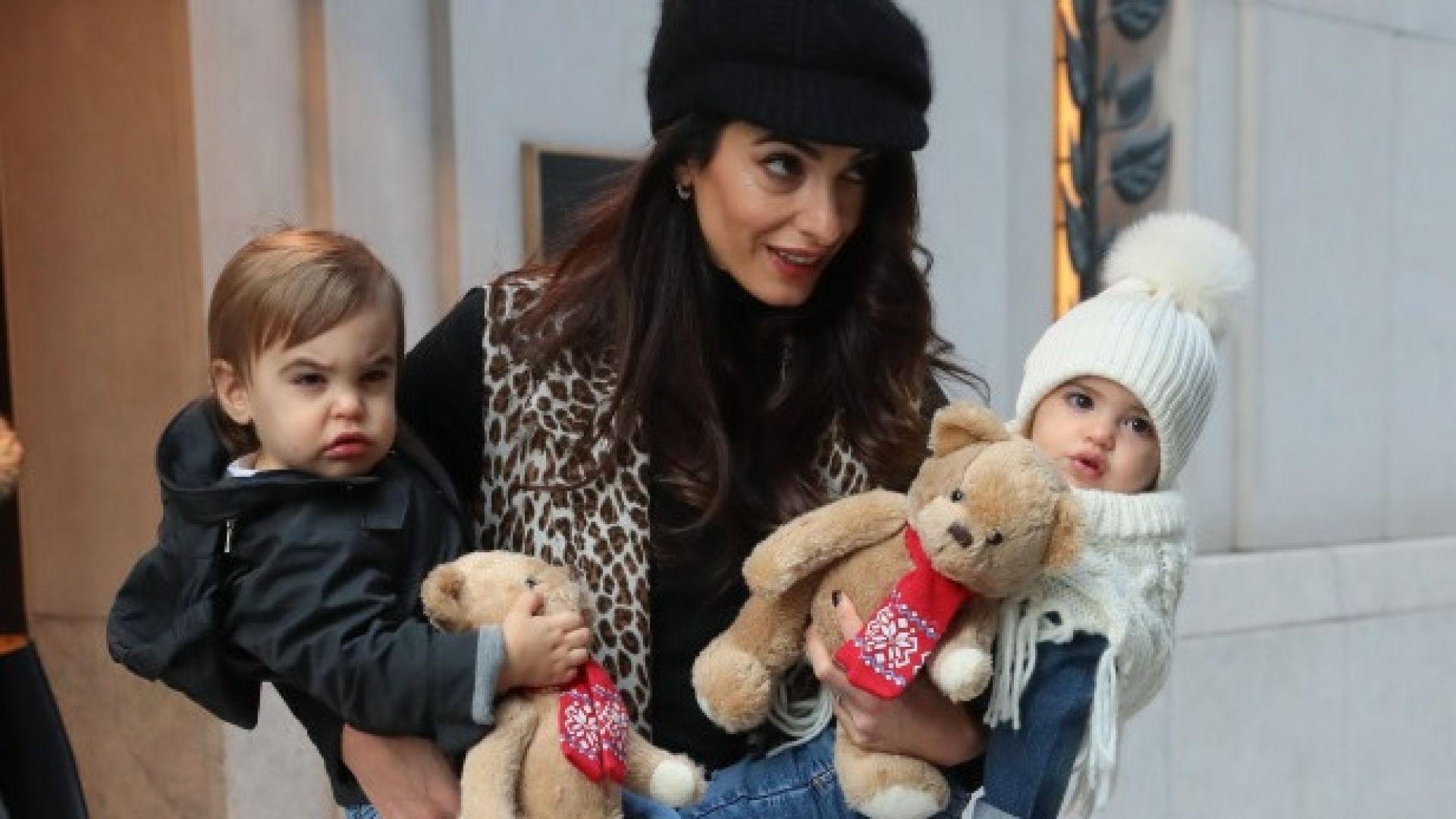 Амал Клуни се появи с близнаците в Ню Йорк