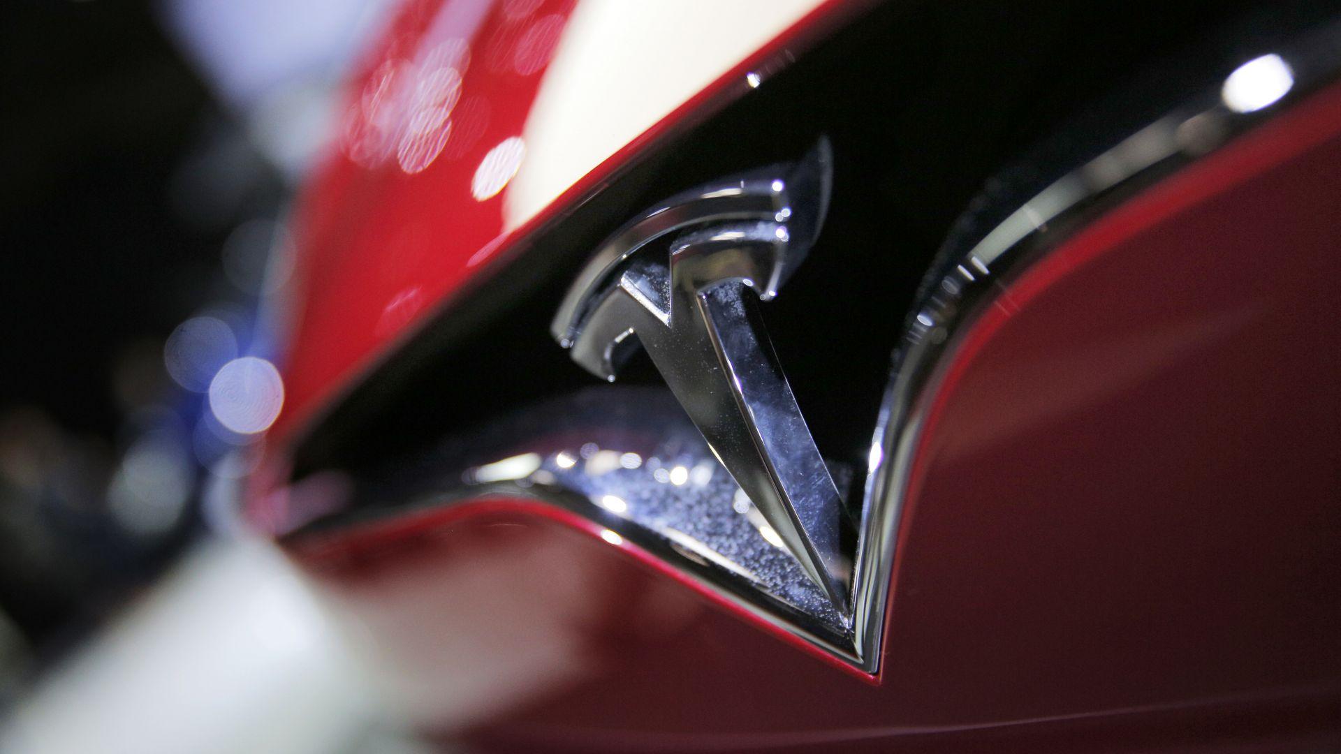 Тесла изтегля над 3000 електромобила в Китай заради проблем с волана