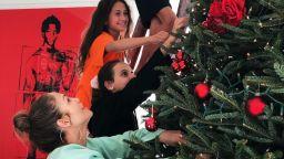 Джей Ло и Алекс Родригес украсиха елхата с децата