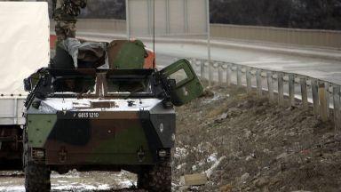 Бронирани машини от САЩ пристигнаха в Косово