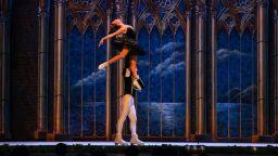 """Руският държавен балет на лед """"Санкт Петeрбург"""" сътвори апотеоз на красотата в София"""