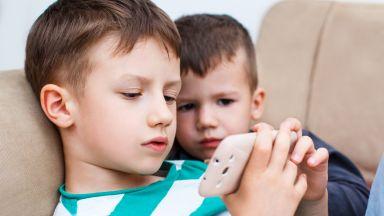 Откриха промени в мозъците на децата от смартфоните