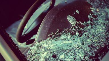 Шофьор загина след удар в крайпътно дърво