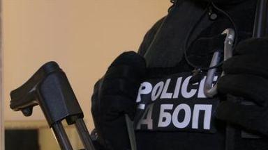 Антимафиоти разбиха престъпна група за трафик на хора (снимки)