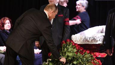 Путин се прости с правозащитничката Людмила Алексеева